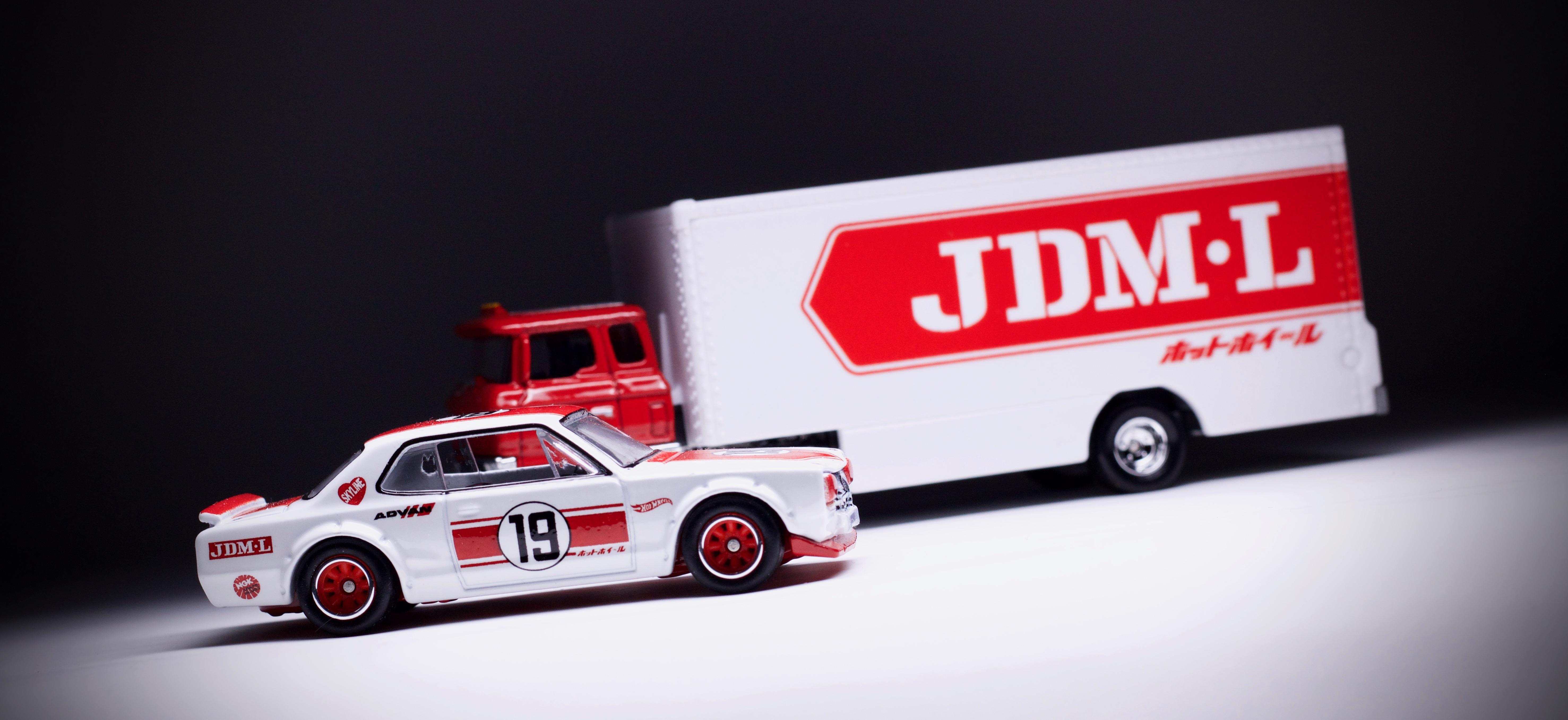 Nissan Skyline HT 2000 GT-X JDM-L Hot Wheels Team Transport 2019 New Real Riders