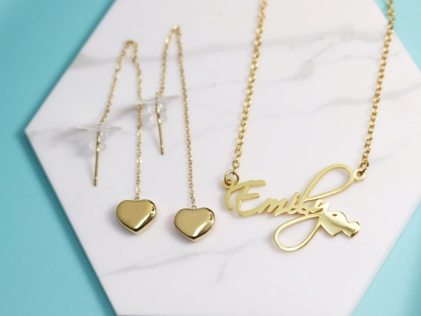 Courtney Style name necklace and heart earrings set