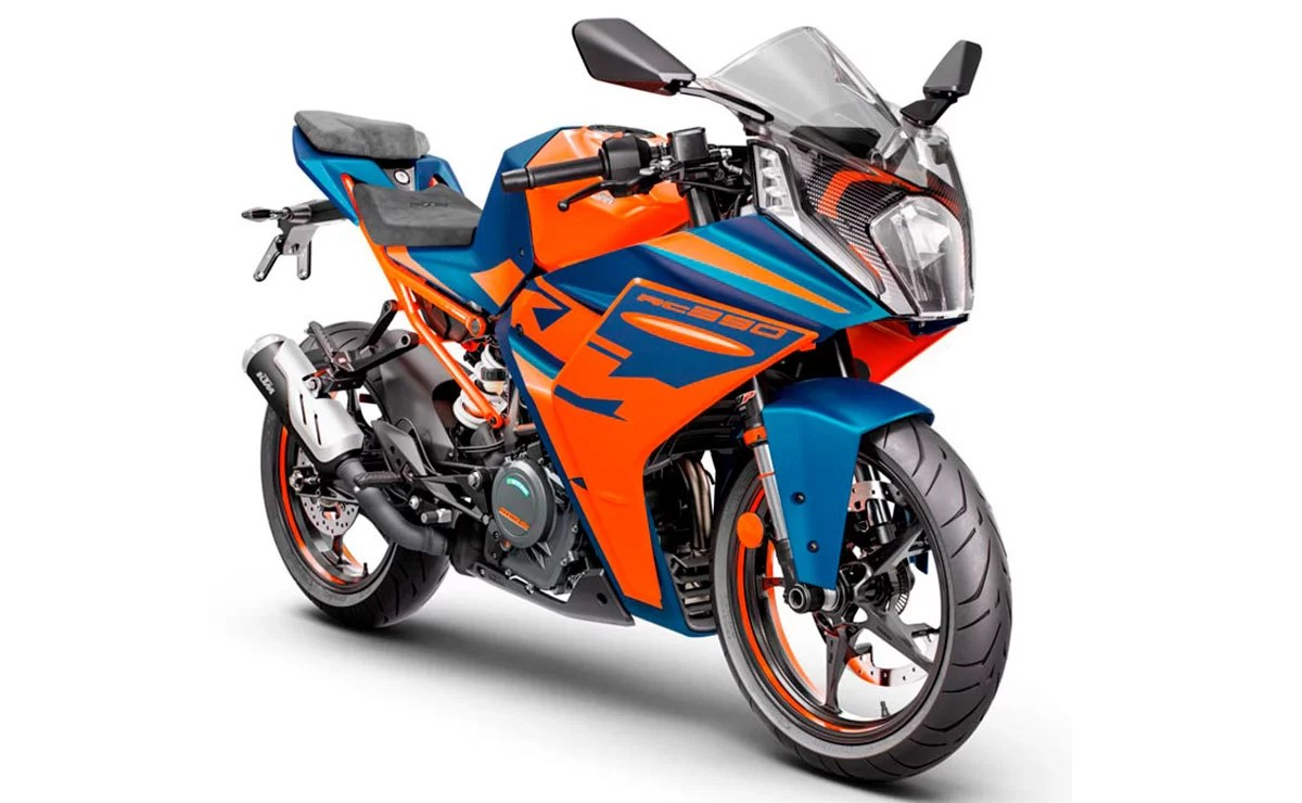 KTM RC 390 2022 naranja y azul lateral derecho