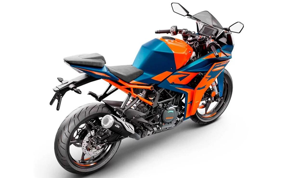 KTM RC 390 2022 naranja y azul