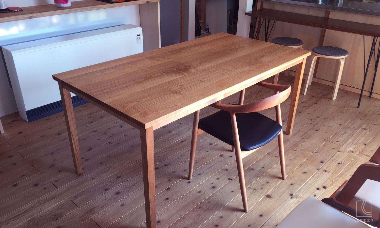 オーダーテーブル/山桜無垢材オイル仕上げ