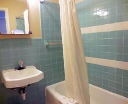 Queen Bath Room 10