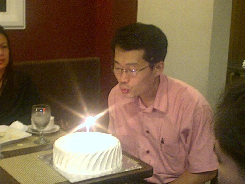 jong blowing his birthday candle... yes isa lang....lol