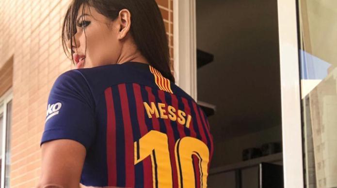 """Miss Bumbum """"cumplió su sueño"""" y le dio un beso a Lionel Messi"""