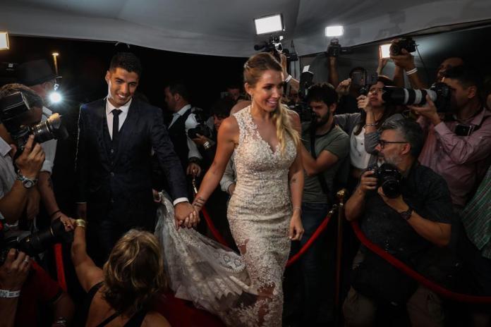 Lionel Messi, Neymar y otras figuras asistieron a la renovación de votos de Luis Suárez
