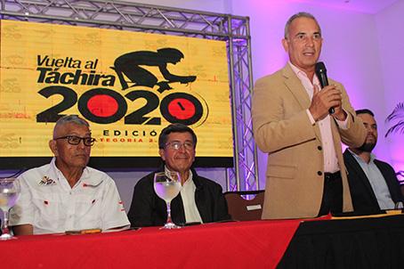 El Protector del Táchira, Freddy Bernal, llevó la voz cantante en la presentación oficial del Giro Andino ante los medios. (Foto: Johnny Parra)