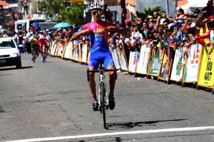 oto/Carlos Eduardo Ramírez- El yaracuyano Leonel Quintero (Venezuela País de Futuro) cruzó de primero en la cuarta etapa, con final en La Grita.