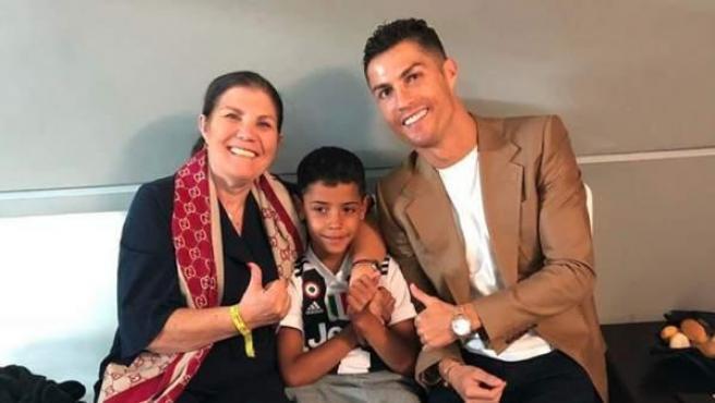 La madre de Cristiano Ronaldo, Dolores Aveiro es ingresada de urgencia tras sufrir un ictus