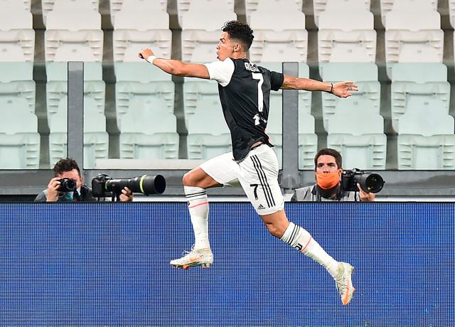 Cristiano Ronaldo, primer futbolista en marcar 50 goles en las tres ligas más importantes de Europa