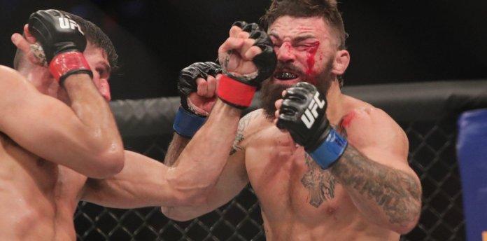 Luchador de UFC se enfureció y cacheteó a un hombre que se le acercó en un bar noqueándolo