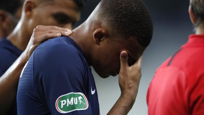 Un gol de Neymar da la Copa al PSG pero Mbappé salió llorando y enciende las alarmas