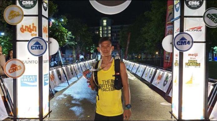 El atleta tailandés Jay 'Jantaraboon' Kiangchaipaiphana obtuvo el primer lugar en el CM6 de 100 kilómetros en Chiang Mai