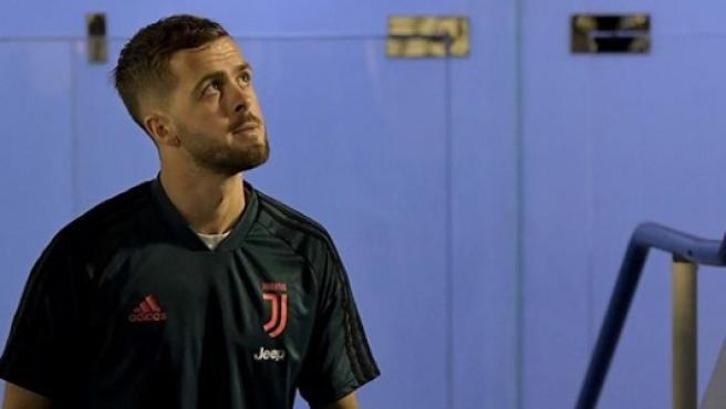Pjanic da positivo en coronavirus y se incorporará más tarde al Barça