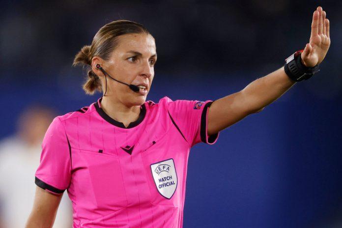 Stéphanie Frappart, la primera mujer en arbitrar en la Europa League