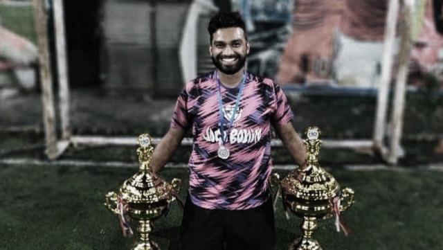 Un futbolista profesional de 26 años murió tras desplomarse en pleno partido