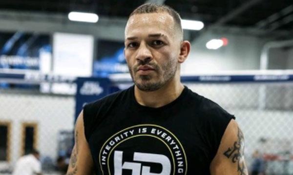 """Irwin Rivera, luchador de la UFC, apuñaló a sus hermanas por """"orden de un ser superior""""."""