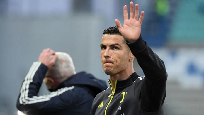 Venezolana subasta camiseta firmada por Cristiano Ronaldo para costear tratamiento del Covid-19