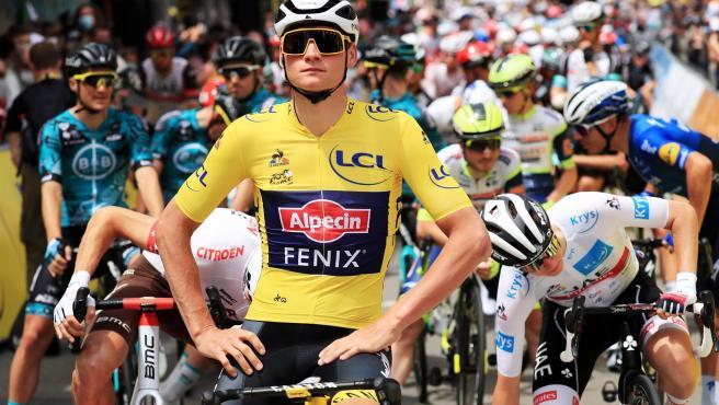 Los ciclistas paran la etapa del Tour para protestar por las caídas y pedir más seguridad