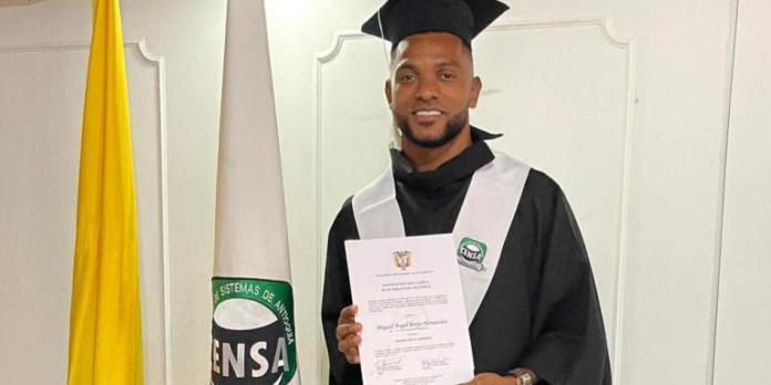 Miguel Ángel Borja se graduó de Bachilerato