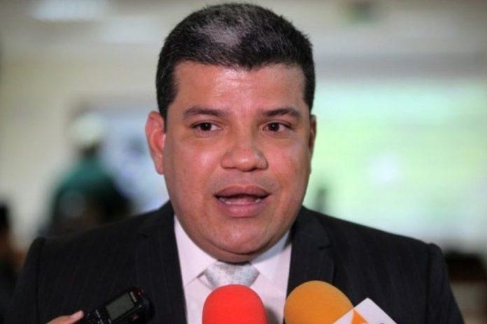 """Quién es Luis Parra, el diputado """"juramentado"""" como presidente de la AN"""