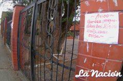 Un aviso informa a los feligreses que no habrá misa en iglesía de La Concordia. (Foto/Johnny Parra)
