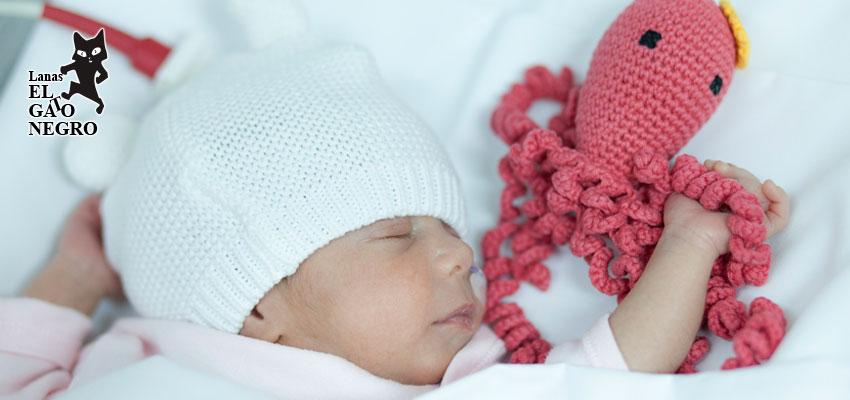Pulpos solidarios de ganchillo para bebés prematuros