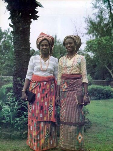 LA MUJER AFRICANA,  BELLA Y COQUETA.  (3/6)