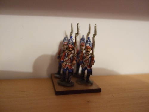 6x British grenadiers advancing