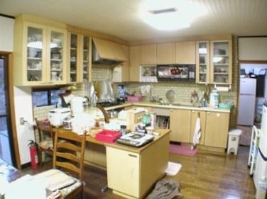 既設のキッチンは、後ろ向きでした。