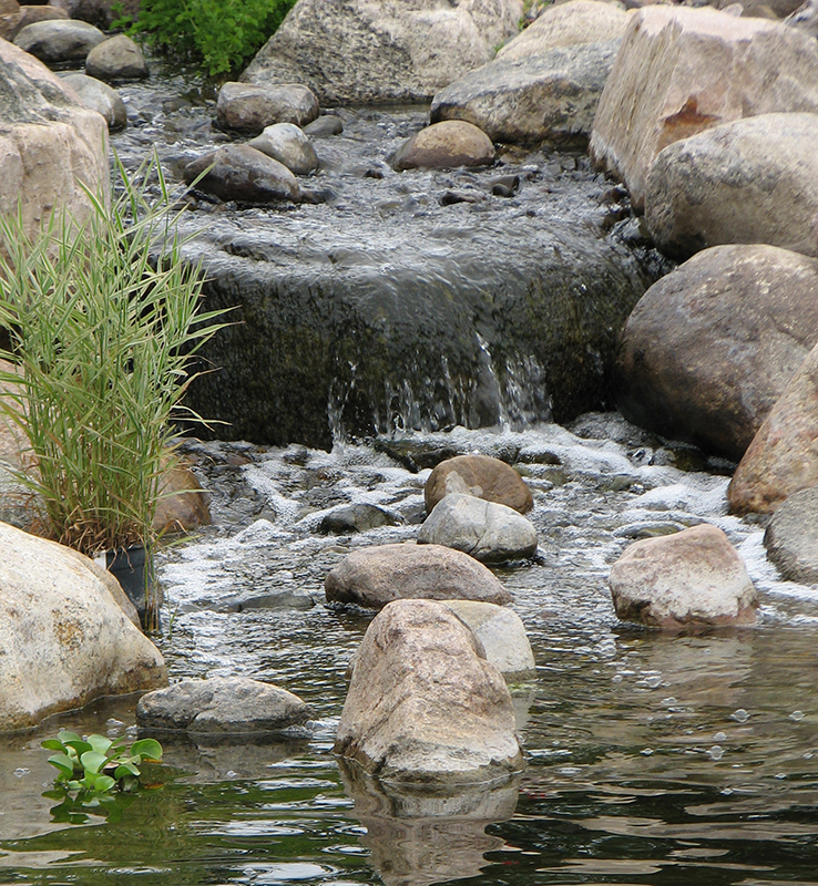 Landscaping Ponds And Waterfalls: Landscaping Water Features, Ponds And Waterfalls