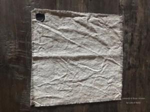 Kleine raw linnen decoratie doekje