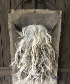 Wanddoek met schapenwol (S) hoorns, handgemaakt van De Meidenmuts