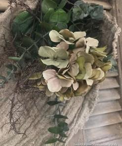Linnen doek met zijde Hortensia en groentakken