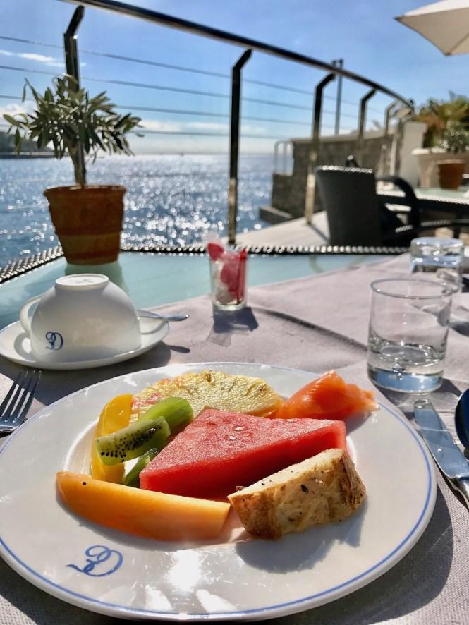 Breakfast in Èze