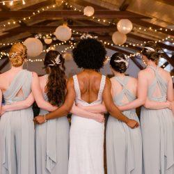 Hochzeitslocation mit großem Außenbereich | Scheunenhochzeit Vintagehochzeit Lampions Lichterketten