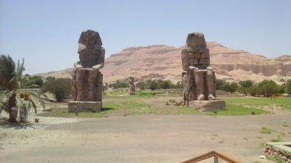 Фото колоссов Мемнона в Западном Луксоре : фото с авиа-экскурсии из Шарм Эль-Шейха