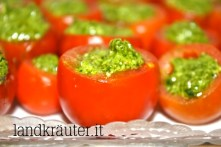 Vogelmieren-Pesto in Tomate