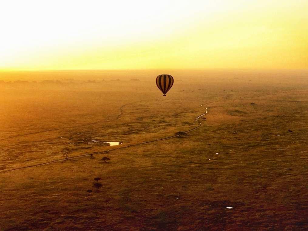 hot air balloon Serengeti Tanzania