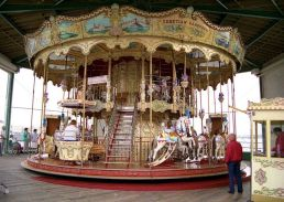 640px-Carousel_on_the_North_Pier_-_geograph.org.uk_-_1702489