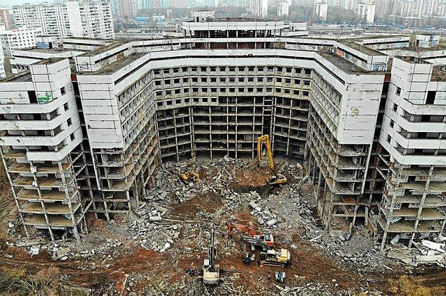 Demolishing Hovrinskaya Hospital, November 6, 2018