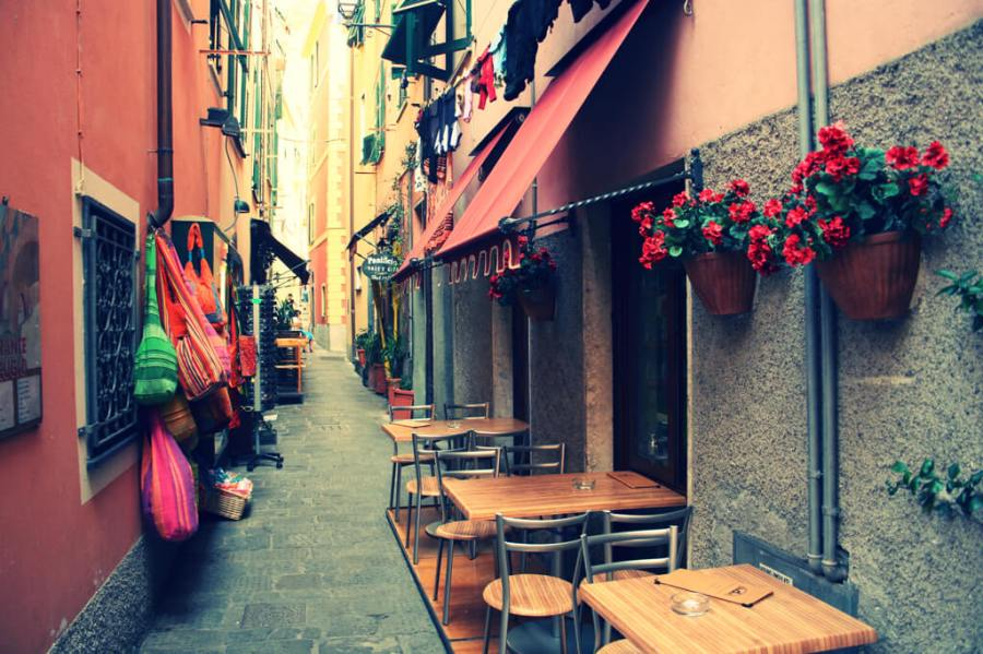 An image of the streets of Cinque Terre