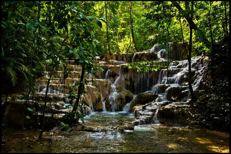 A picture of some cascades seen on the way to Palenque