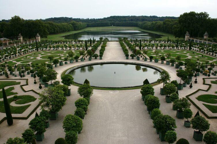 The garden in Versailles is shown here