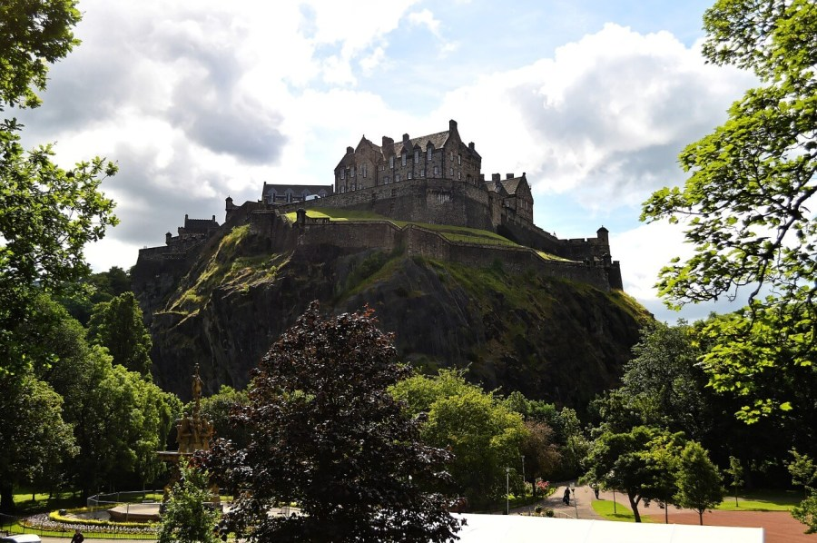 Looking up towards Edinburgh Castle