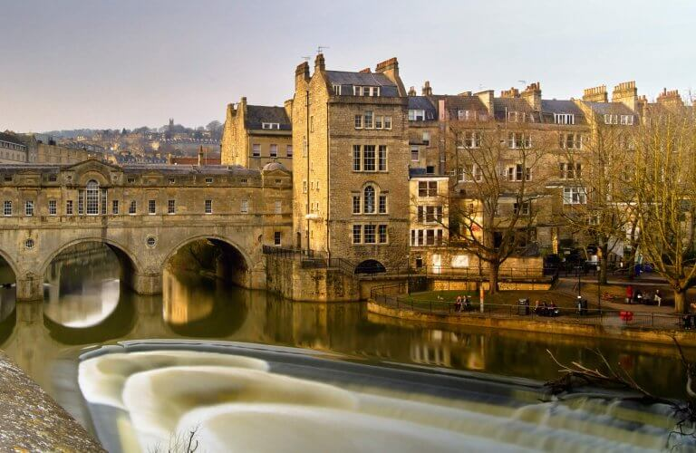 An image of the Pulteney bridge in Bath