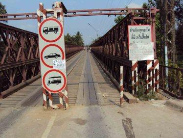 Brücke über einen Mekong Zufluss