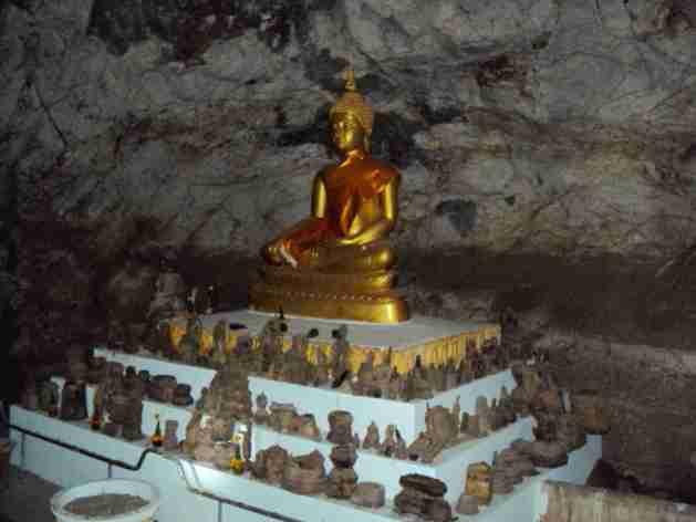 Buddha in der Pak Ou Höhle
