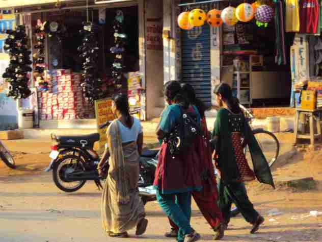 Damen in Tenkasi