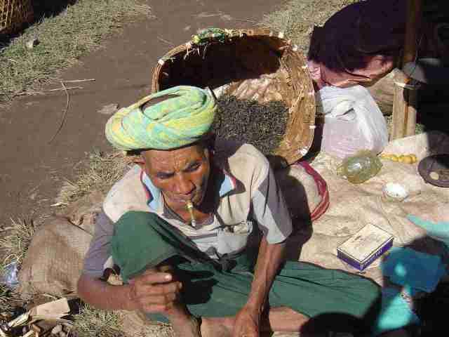 Cheeroot - smoking habits in Myanmar