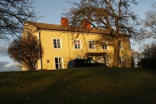 Församlingshemmet I Lofta i kvällssol. En utmärkt samlingslokal.